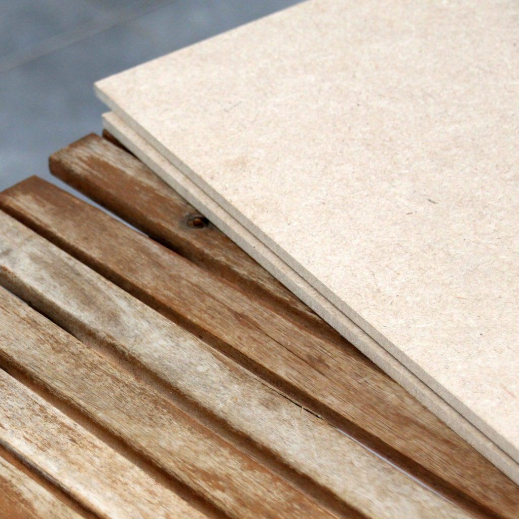 Décoratrice d'intérieur à Lyon - DIY Rénover sa table en bois de jardin - Bois