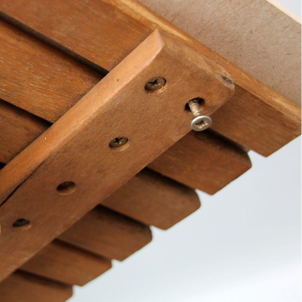 Décoratrice d'intérieur à Lyon - DIY Rénover sa table en bois de jardin - Panneau et vis