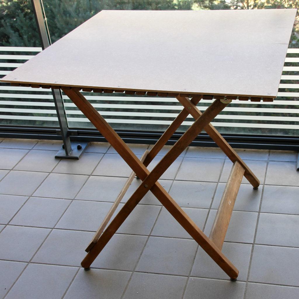 Décoratrice d'intérieur à Lyon - DIY Rénover sa table en bois de jardin - Panneau fixé