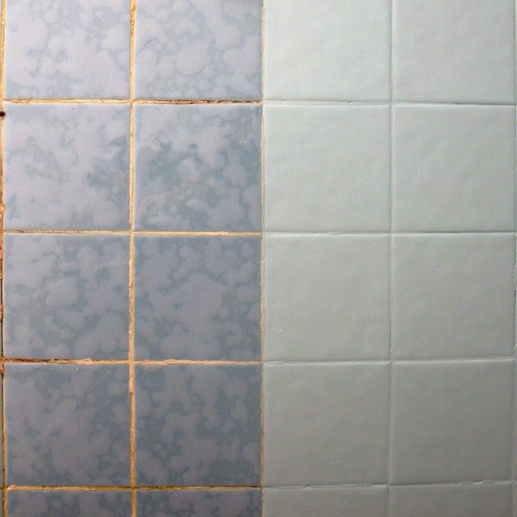 Décoratrice d'intérieur à Lyon - DIY Peindre du carrelage mural de salle de bain - Avant / après peinture